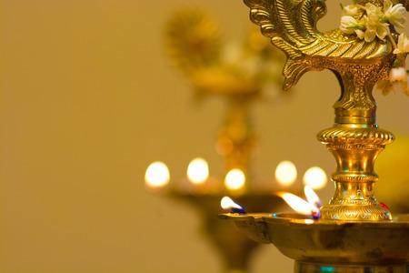 an oil lamp: lámpara de aceite Diwali durante período del festival Foto de archivo