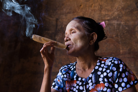 cheroot: happy smoking old woman in myanmar Stock Photo