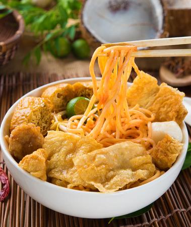singapur tallarines del curry con ajuste tradtional Foto de archivo
