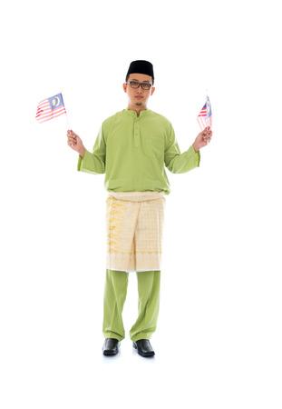malay village: masculino malay con la bandera de Malasia