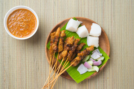 satay sauce: chicken satay shot from top down   Stock Photo