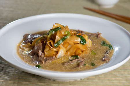 chinese noodle: wat tan hor, popular cantonese fried noodle with beef