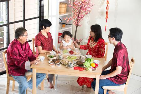 ni�os chinos: Nueva cena china a�o reencuentro Foto de archivo