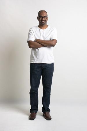 ni�o parado: calva masculina informal indio