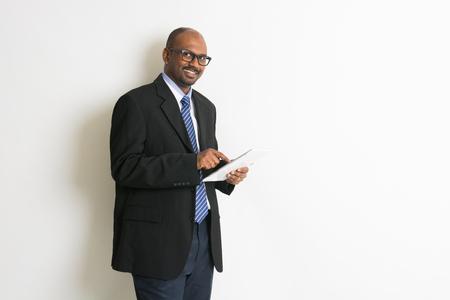 Homme d'affaires indien en comprimés Banque d'images - 45277271