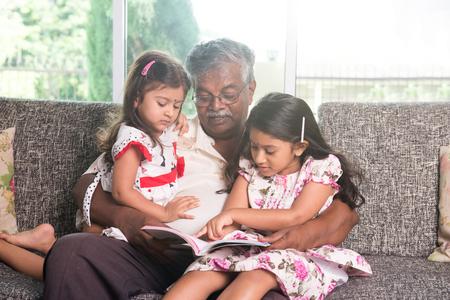 abuelos: abuelo indio aprendizaje con sus nietas