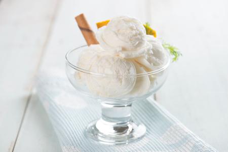 Vanille-ijs met achtergrond Stockfoto - 47178691
