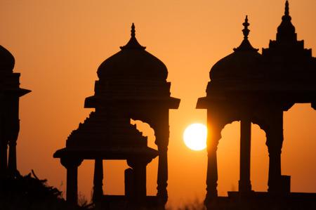 templo: puesta de sol en el templo Rajasthan Foto de archivo