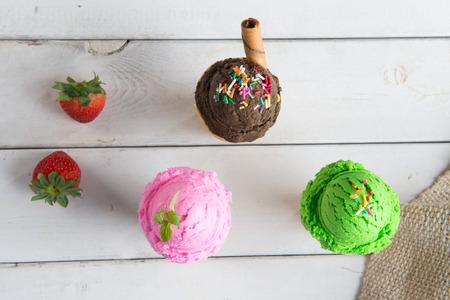 ice cream on stick: hielo variación del cono de helado Foto de archivo