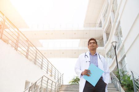 médecin de sexe masculin indien Banque d'images