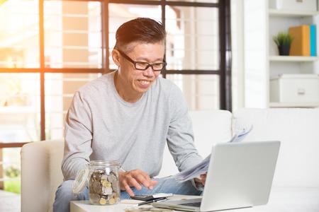 jubilados: asiático maduró facturas masculinos pagar en línea
