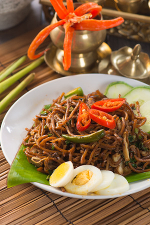 mie noodles: mie goreng, mi goreng, indonesian fried noodles
