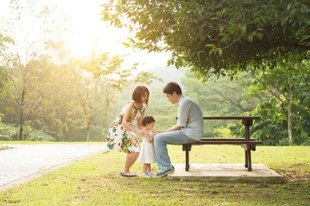 屋外のアジア家族 写真素材