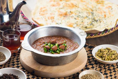 comida arabe: Frijol saltah, popular guiso yemeni árabe