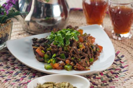 arabic food: beef liver kebda, mugagal arabic food Foto de archivo
