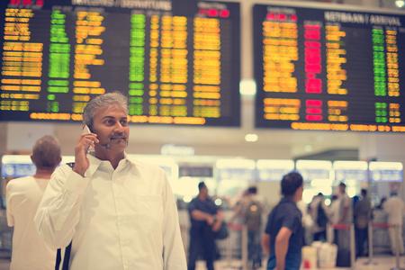 dojrzała indian mężczyzna na lotnisku