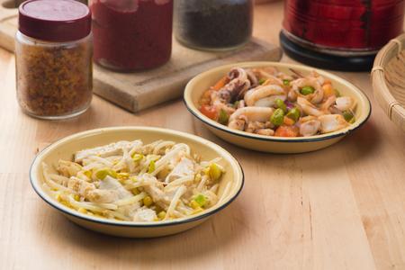 chinesisch essen: chinese stir fry bean sprouts with tofu Lizenzfreie Bilder