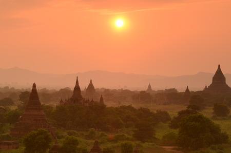 monasteri: Tramonto a Bagan, Myanmar