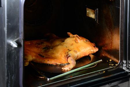 オーブンで豚の丸焼き