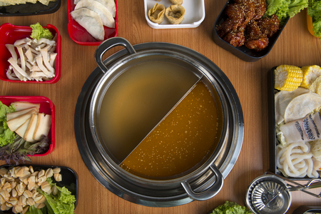 hot pot with double flavour flat lay view Banque d'images