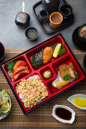 japanese bento set with teriyaki salmon and tempura Foto de archivo