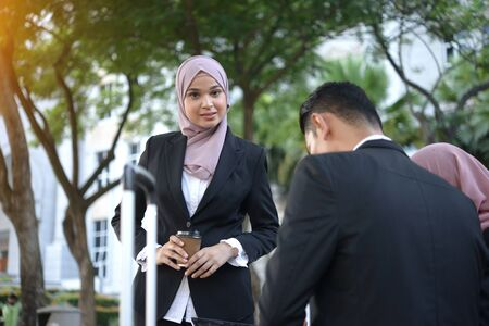 malay business woman and her team 免版税图像