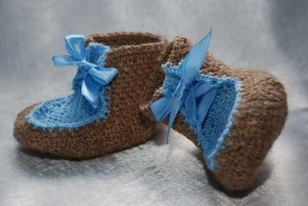 Wool shoes for girls made with wool and blue lace Imagens