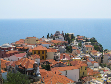 Beautiful view of the old Greek city with red tiled roofs temple and endless blue sea on a hot Sunny summer day 版權商用圖片
