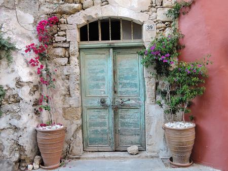 Tür auf der Straße in Rethymno Kreta Griechenland.
