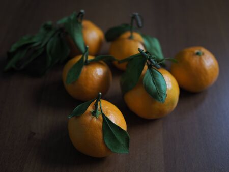 few ripe tangerines are on the table. Zdjęcie Seryjne