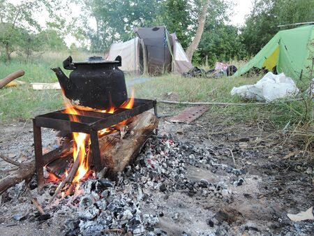 Outdoor water cooking in camping