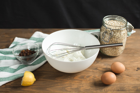 ewer: Ingredients for cheese casseroles, oatmeal, cottage cheese, eggs and raisins