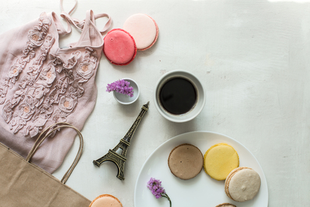 desayuno romantico: desayuno romántico en parís, macarons y café