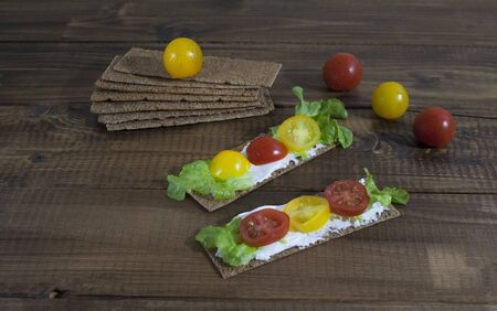 crispbread with curd cheese and cherry tomatoes