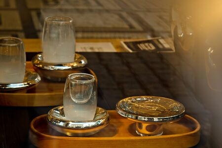 Prague, Czech Republic. 10.05.2019: Bohemian glass offered by a souvenir shop on Old Town Square. Precious items, expensive dishes. Crystal Banque d'images