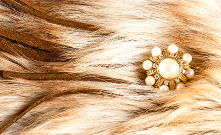 pietre preziose: beautiful jewelry made of gold and precious stones, rings