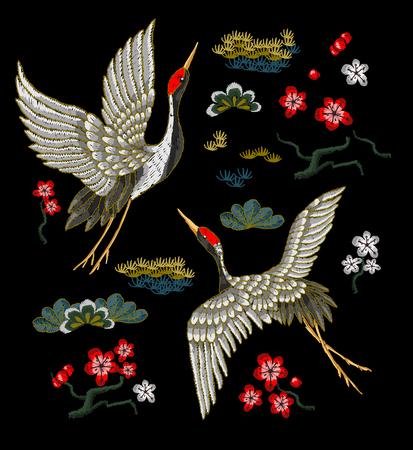 Grúas blancas japonesas con las flores rojas. Vector de bordado. Foto de archivo - 80258290