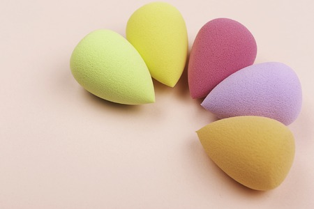 Colorful beauty sponges on pink background. Copy space. 스톡 콘텐츠
