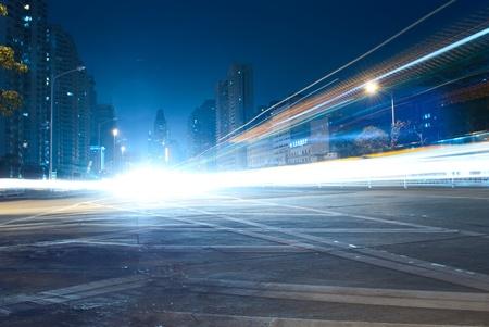 Starker Verkehr durch die Stadt jetzt Standard-Bild