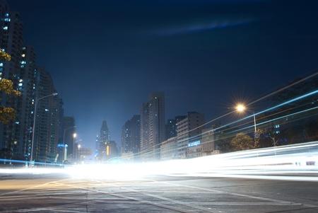 Zwaar verkeer door de stad nu Stockfoto