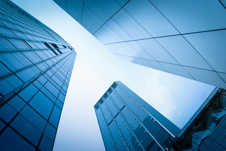 edificio cristal: rascacielos de cristal abstracta en la noche