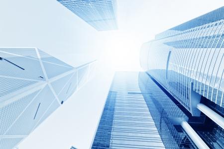 vysoký úhel pohledu: mizí skleněné kancelářské budovy v dopoledních hodinách, široký úhel pohledu
