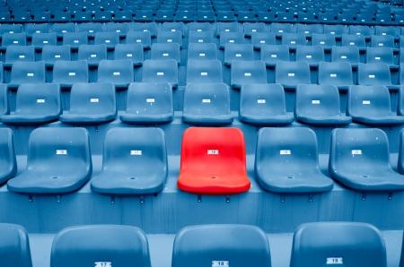 gradas estadio: Vaciar sillas de plástico en el Estadio Editorial