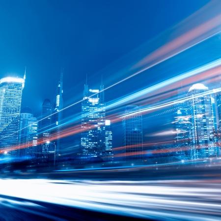 trails of lights: Veloce auto in movimento di notte