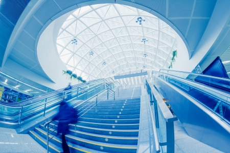 escalera mec�nica, interior del aeropuerto de Shanghai Pudong