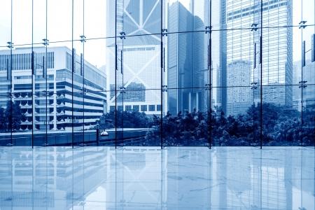 épület: Üvegfal az irodaházban Stock fotó