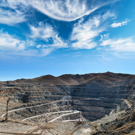 露天掘り発掘鉱山の銅のクローズ アップ 写真素材