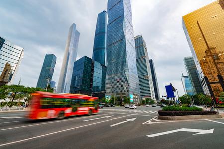 schlagbaum: Die Straße in der Stadt Shenzhen, China Lizenzfreie Bilder