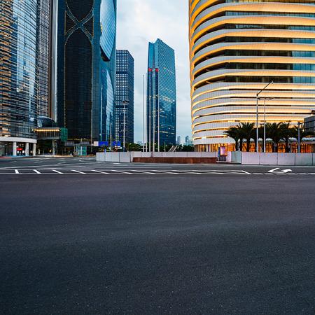 schlagbaum: Die Stra�e in der Stadt Shenzhen, China Lizenzfreie Bilder