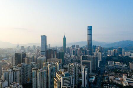 Una vista aérea de la ciudad desde un dron. Foto de archivo